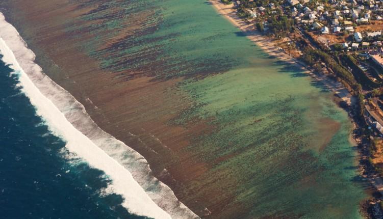 Le lagon vue depuis l'hélicoptère à la Réunion