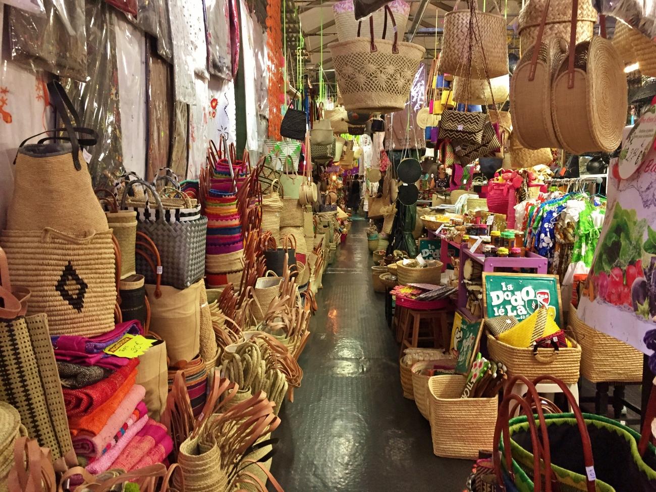 L'intérieur du grand marché de Saint-Denis