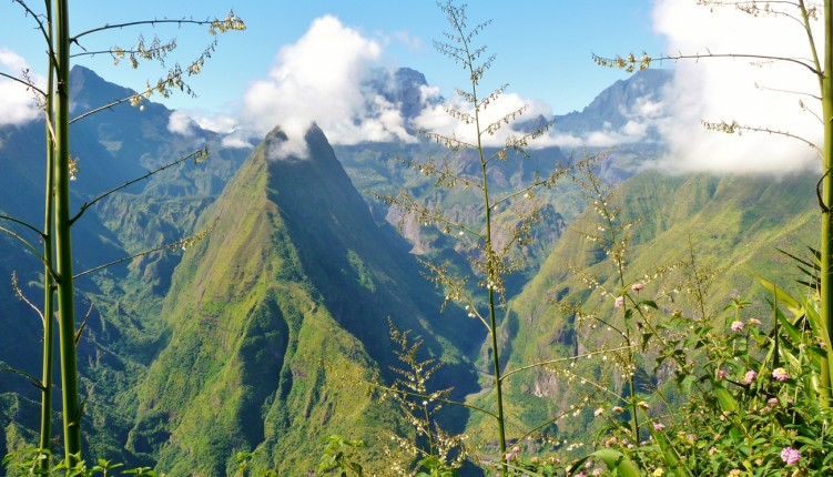 Vue sur Mafate depuis le Cap Noir à la Réunion