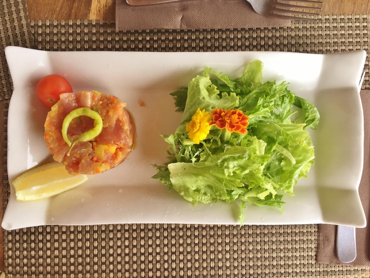 Restaurant la Bobine et tartare de thon en plat