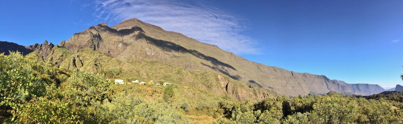 Panorama sur le Grand Bénare et le Piton Maïdo dans le cirque de Mafate