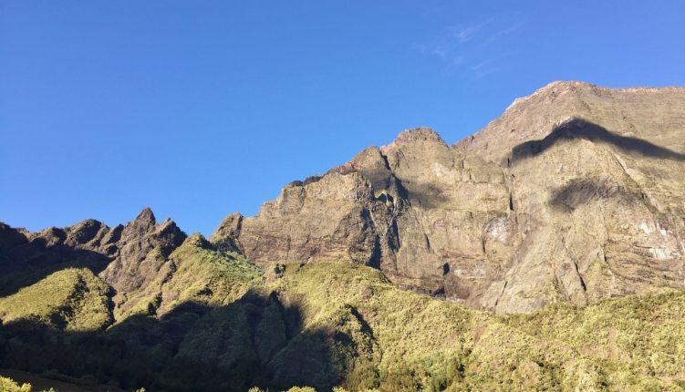 Le Grand Bénare depuis le cirque de Mafate à La Réunion